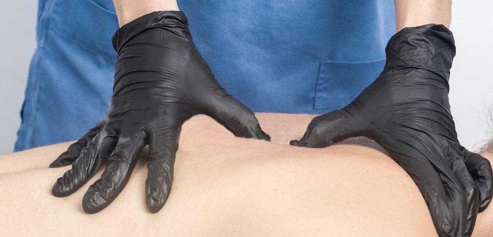 masaje con guantes